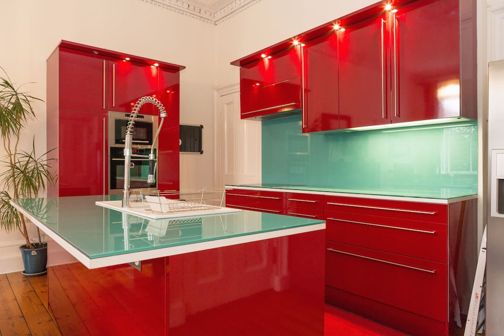 Fully fitted kitchen with everything you need to cook.