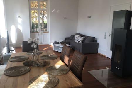 Stilvoll eingerichtete 85 m2 Wohnung - Emmendingen - Apartamento