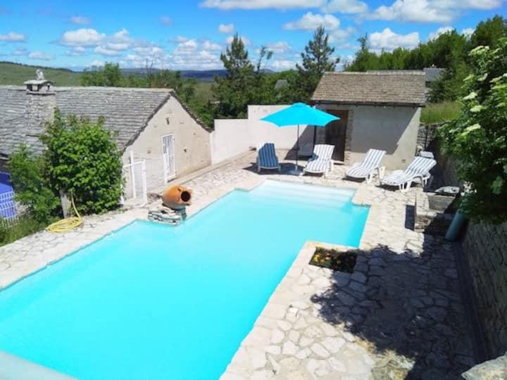 LA BERGERIE private swimming pool