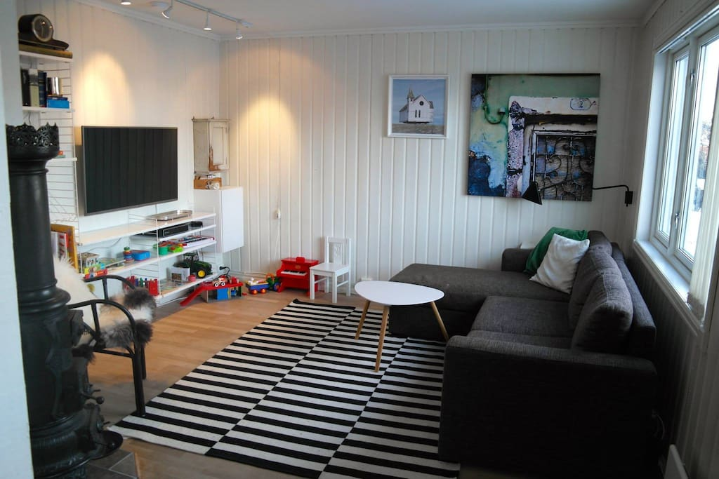 TV-/ playroom with fold-out sleeping sofa for two.