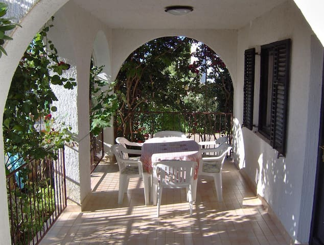 Two bedroom apartment with terrace Milna, Brač (A-14961-a)