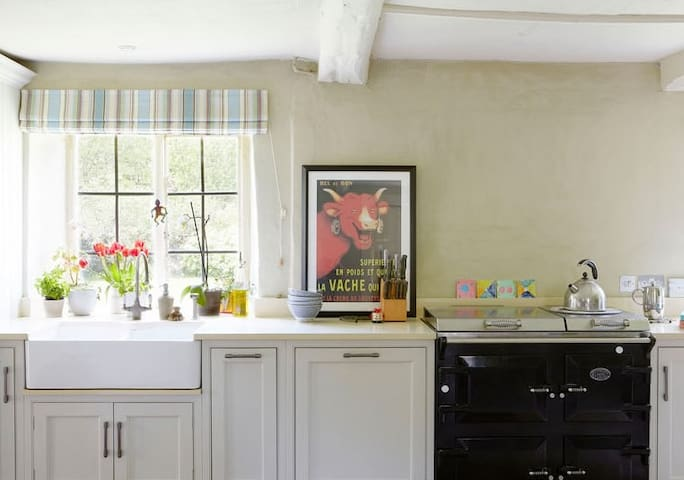 Kitchen with Everhot stove
