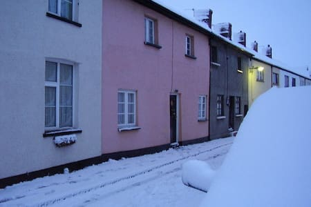 Comfy double rooms in cosy cottage - North Petherton - House