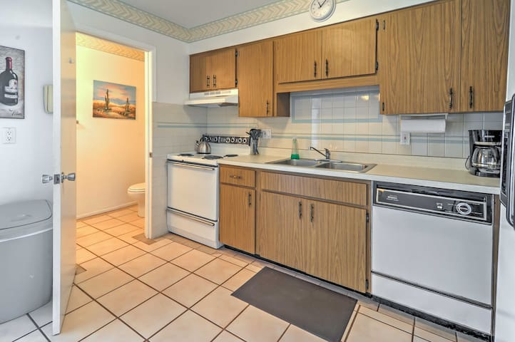 2BR Holmes Beach Condo - Steps to the Beach!