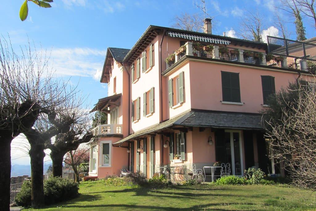 Balcon sur la ville du lac de c me chambres d 39 h tes louer brunate como italie - Chambre d hote de charme lac de come ...