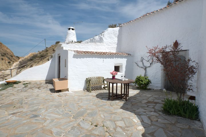 A cosy cave with a sunny garden - Guadix - Grotte