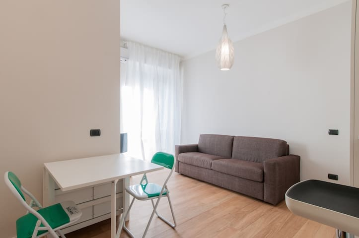 New studio flat in area Fiera - Milano - Lejlighed