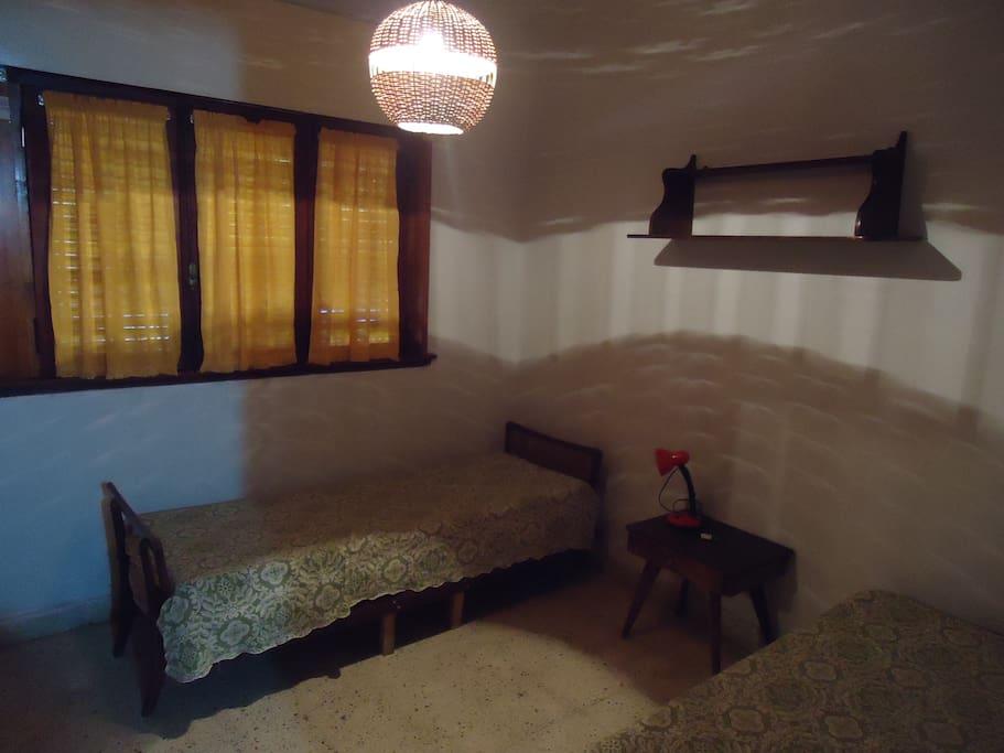 habitacion con camas individuales