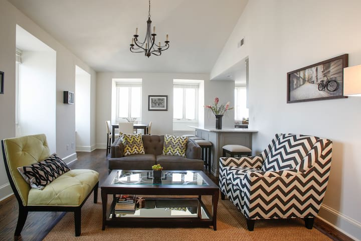 Chic Suite in Historic French Quarter 2Bdrm 2Ba