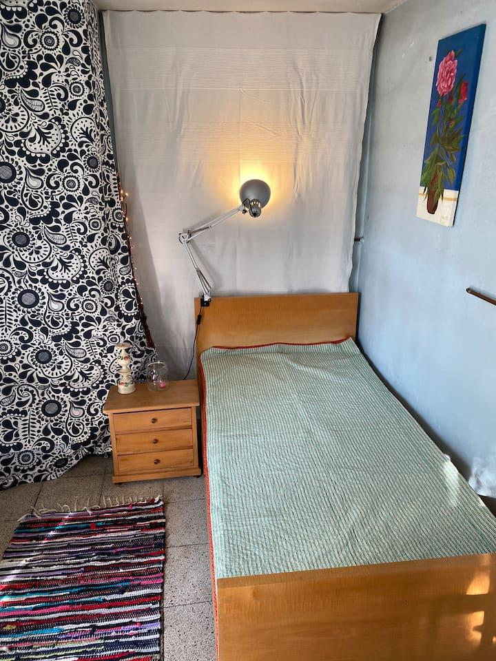 Gemütlicher Schlafplatz in Nebenhaus mit Terrasse