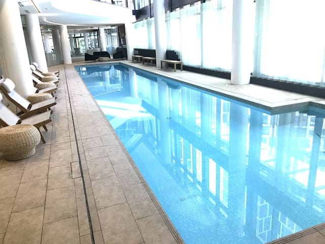 CBD Waterside Modern spacious Apt FreeWifi Spa Gym
