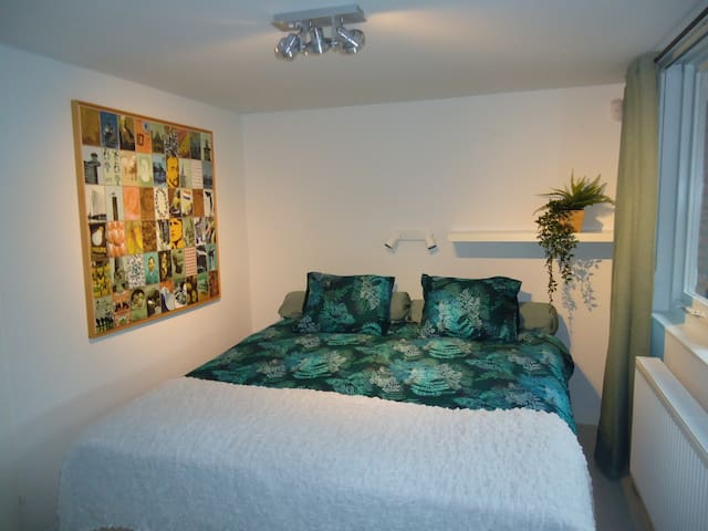 Kingsize bed, can be separed in 2 single beds / Ruim 2-persoonsbed, splitsing in 2 single bedden mogelijk