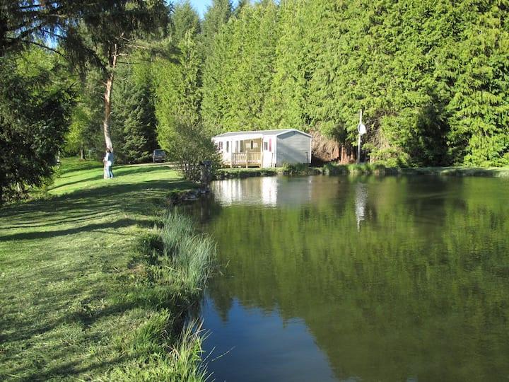 Mobil-home des Gillots, étangs de pêche, barque.