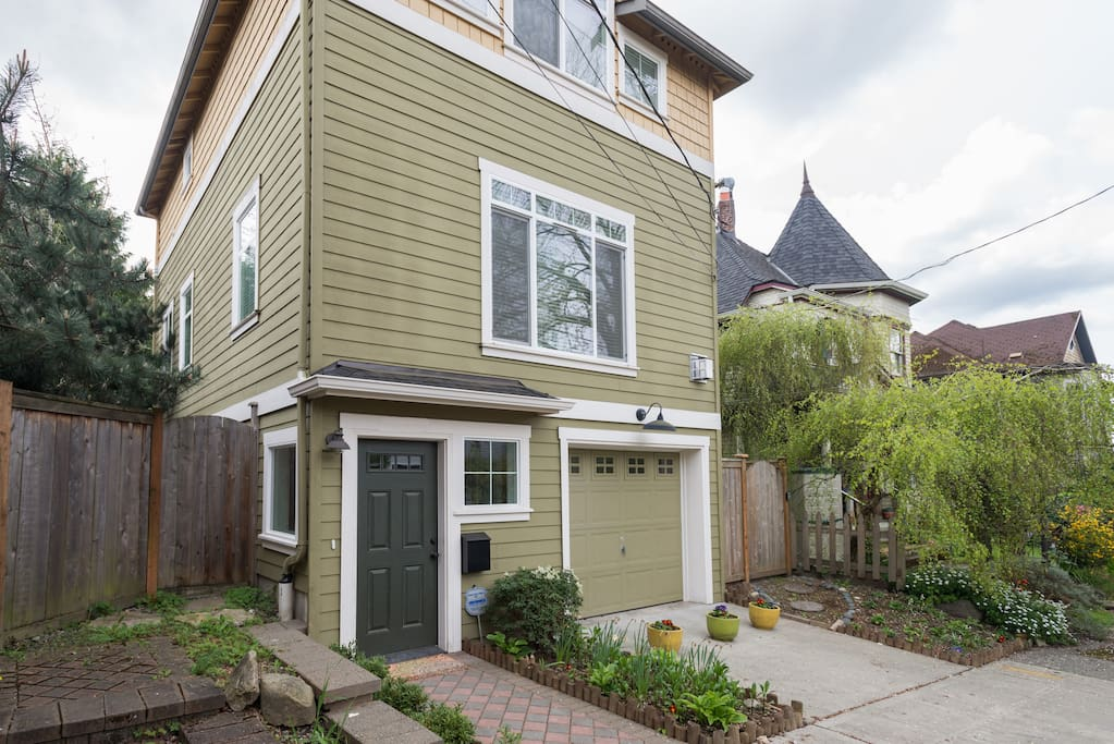 Large 4 bedroom home in the Capital Hill neighborhood