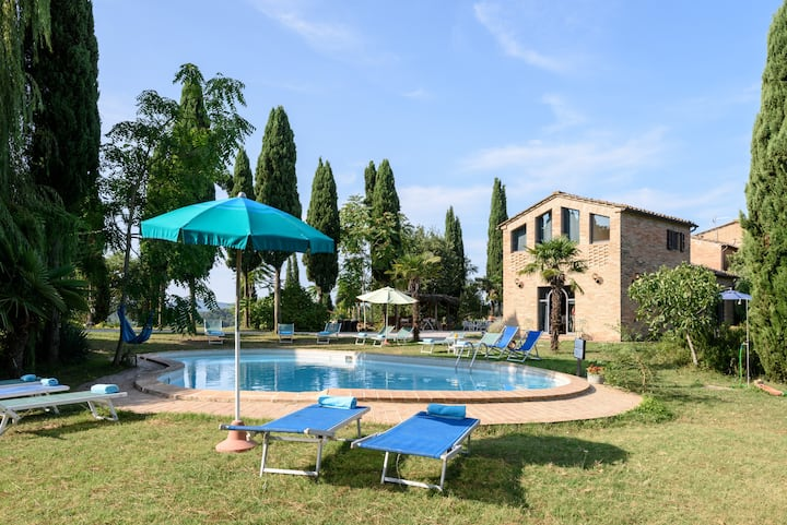 Stunning Tuscan Retreat - Experienced 5* Host