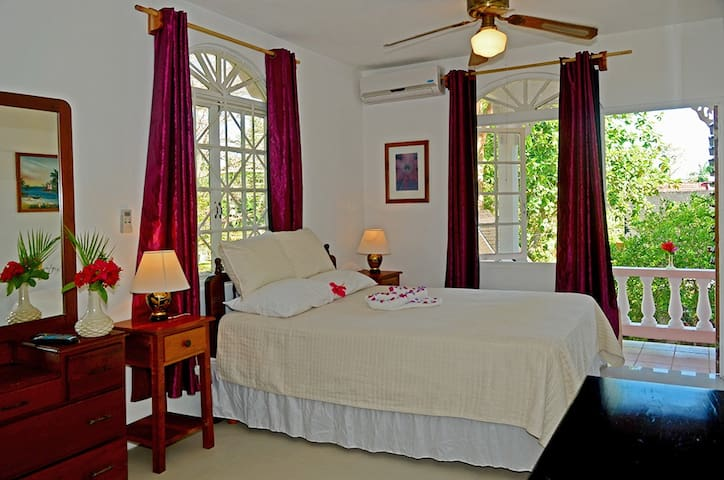 Studio  Apartment on Negril Beach  - Negril - Bed & Breakfast