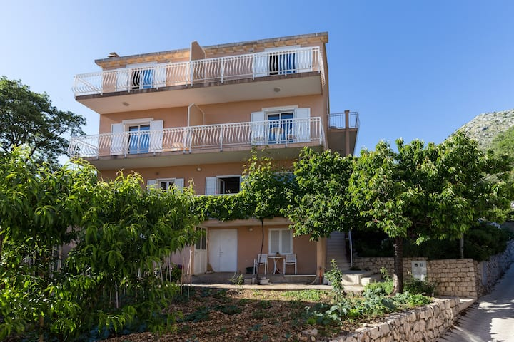 Villa Dubravka - Double Room with Balcony and Side Sea View