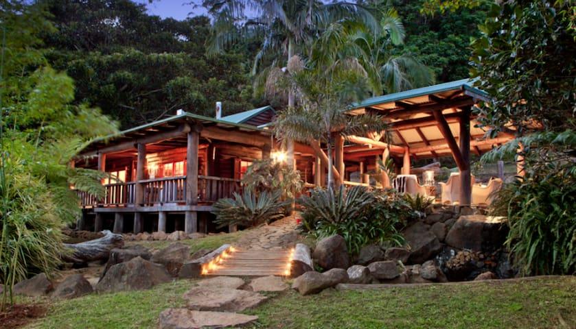 Tranquility Lodge, Log Cabin Mt Tamborine. (2 per) - Mount Tamborine - Stuga