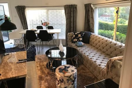 1 br unit close to beach/airport/train max 3 ppl - 阿克利夫(Arncliffe) - 独立屋