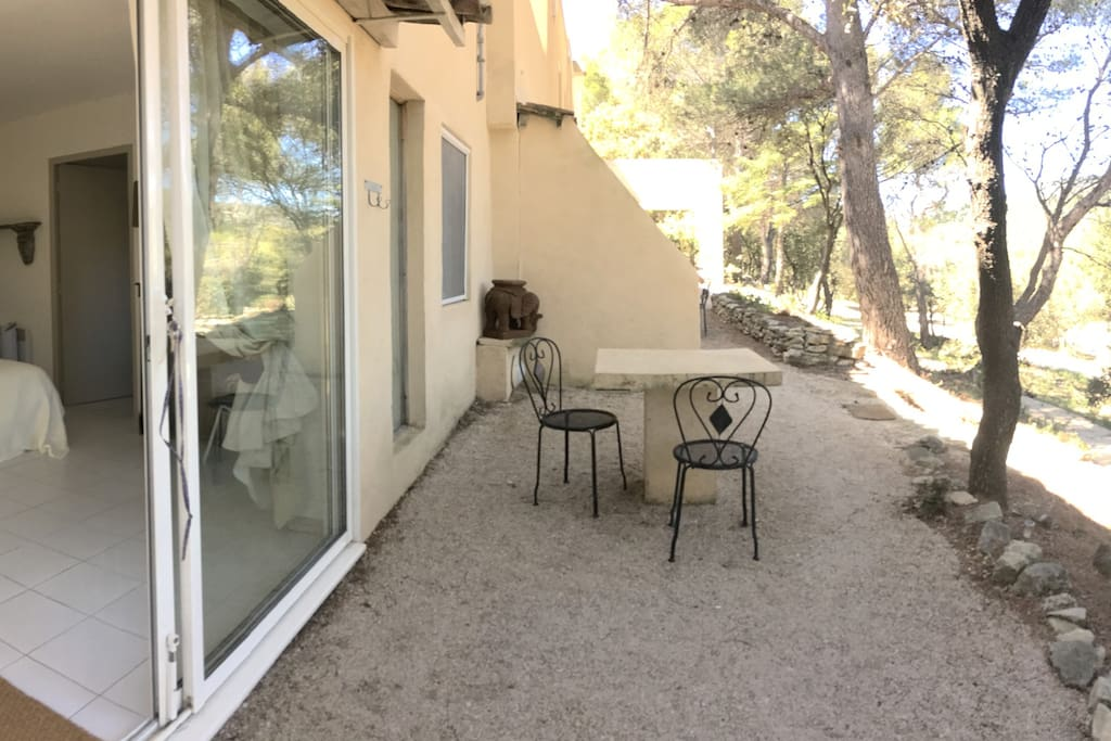 une grande terrasse privative