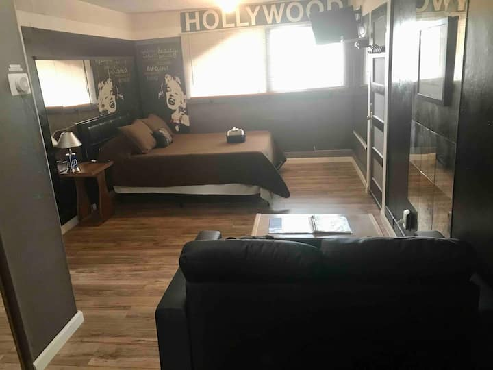 Private suite at a home in a Prime location of L.A