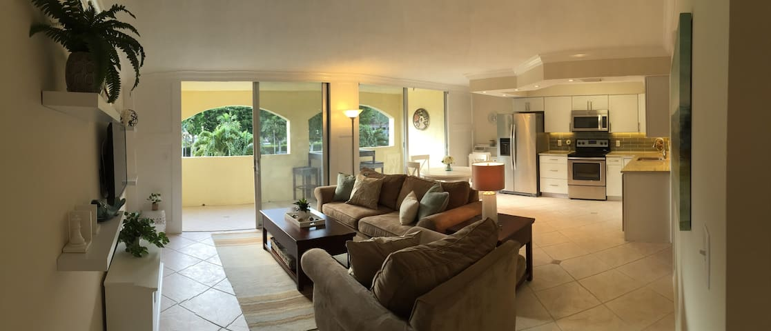 Coastal Contemporary by the beach! - Marco Island - Apartment