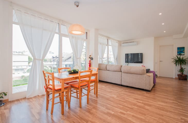 Triple room in the center - Sitges - Apartamento
