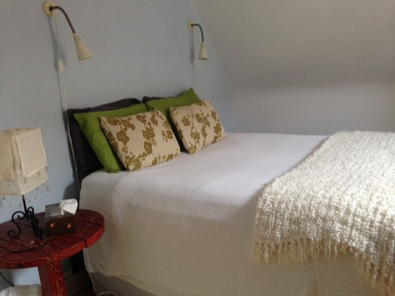 Queen size bed with reading lights