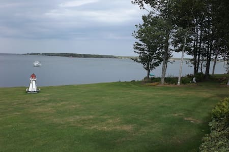 Janet's Beautiful Waterside View - Pictou - Bed & Breakfast