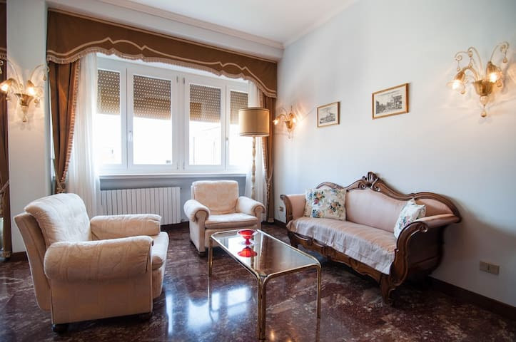 Sunny apartment with terrace canal view - Venezia - Apartment