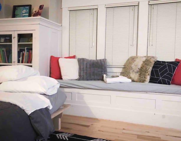 Sunny Modern Front Study.  Hot Tub Porch Netflix