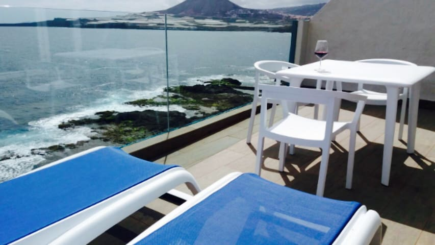 Terraza sobre el mar!