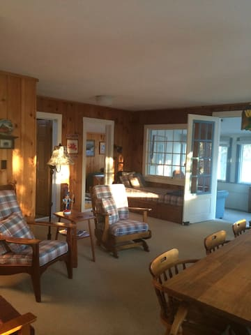 Cozy Ski Cottage - Newbury - Hus