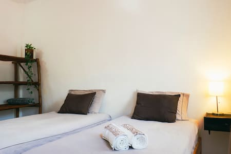 Comfortable room with two single beds, in quiet location , good ambiance in the heart of Tulum town.  Minutes away from the bars and restaurants area.