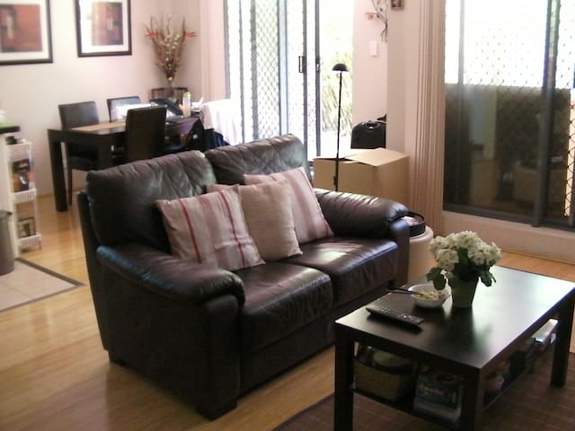 Convenient yet Quiet :-) 安静而便利的家常公寓 - Chatswood - Huoneisto