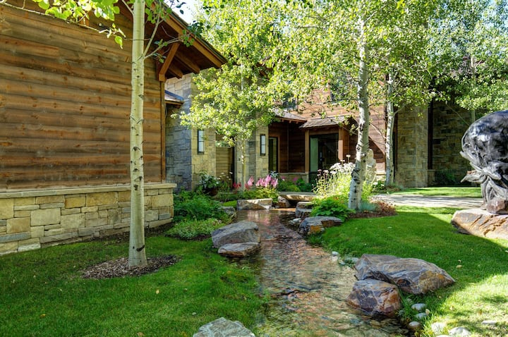 Stunning Wilderness Estate, Easy Access to Adventure! | Abode at Three Bears