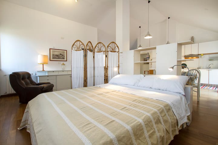 Independent apartment in villa - Caronno Pertusella - Apartemen