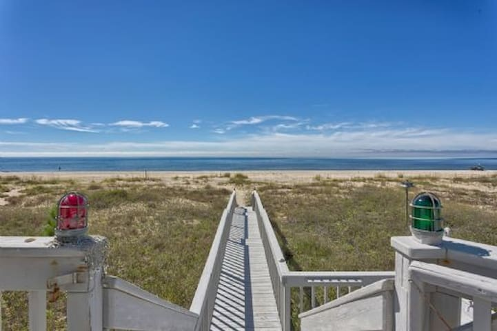 Great Area, Gulf Front, Single Level ~ The Anchorage