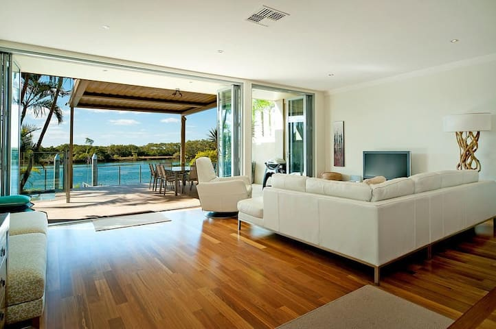 Right on the Water: Sanctuary Cove