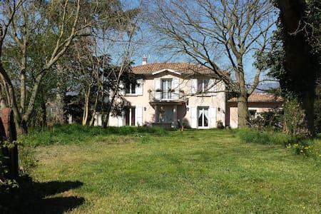 Chambre Pivoine à  L'Ecrin de Vert  - Saint-Alban-du-Rhône