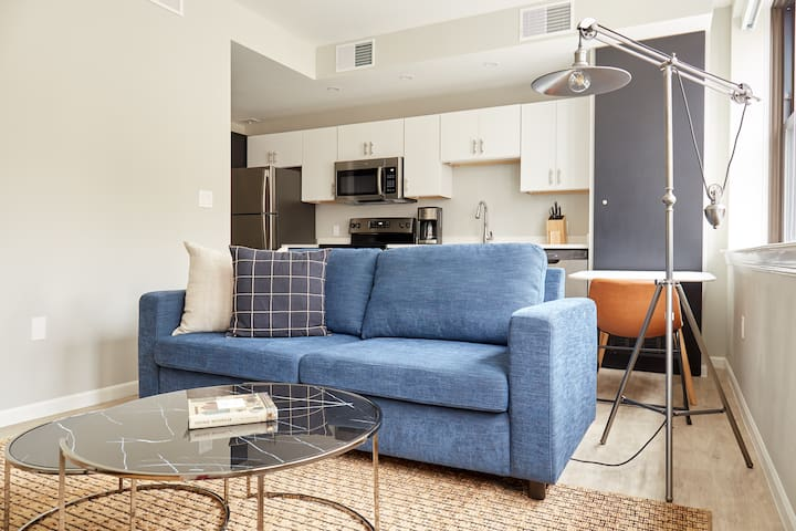 Sonder | The Randolph | Warm 1BR + Sleeper sofa
