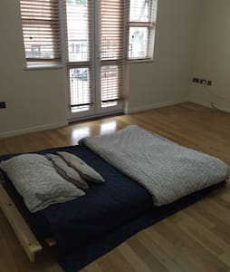Large Comfy Room - Sky TV - WIFI - Edgware - Αρχοντικό