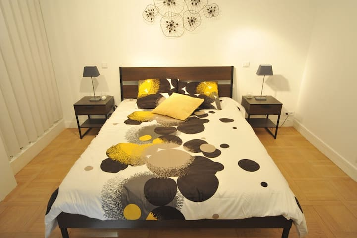 Lit pour deux  personnes 160/200cm. King size bed for 2