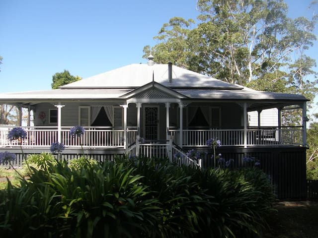 MALENY-Ensuite, A/C, B/fast, Lounge, Valley Views - Reesville - Bed & Breakfast