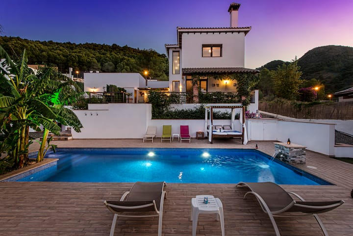 Luxury villa with beautiful views and large pool