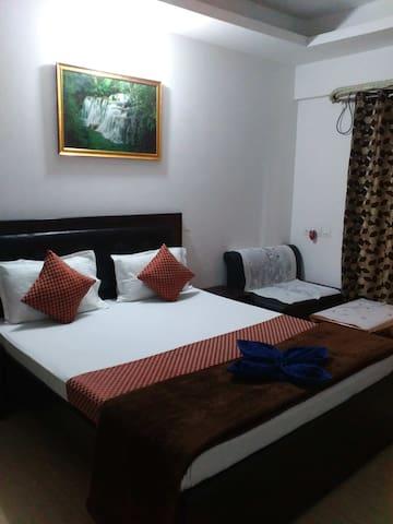 Room(External bath) Near Kokilaben Ambani Hospital - Mumbai - Bed & Breakfast