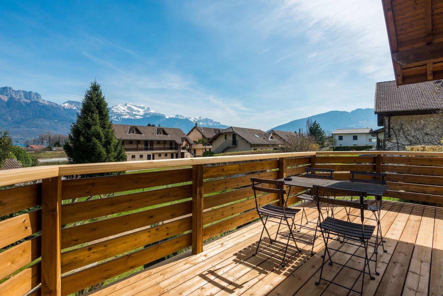 Belle terrasse privative, vue lac et montagne