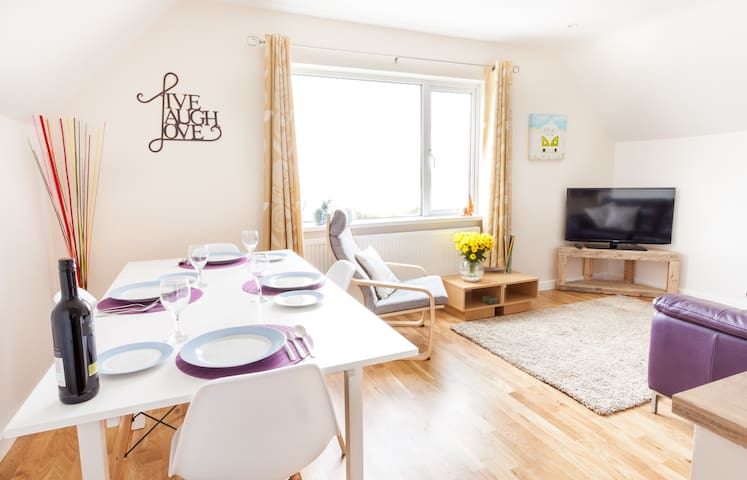 3 bedroom Apartment nr Mawgan Porth - sleeps 5 - Trevarrian - Wohnung