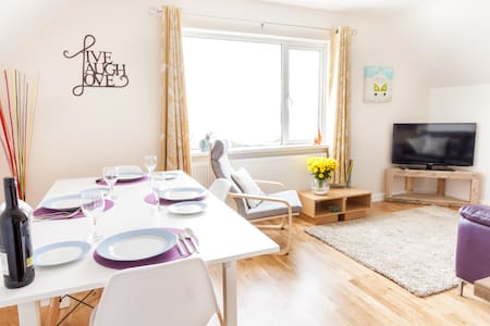 3 bedroom Apartment nr Mawgan Porth - sleeps 5 - Trevarrian