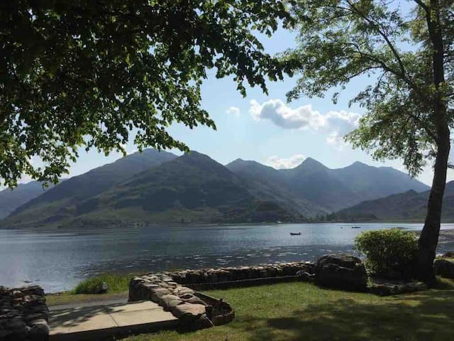 Holiday home on Loch Duich near The Isle of Skye
